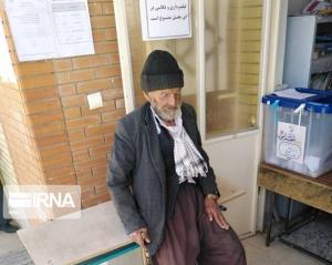 مسنترین رأیدهنده فاروج در پای صندوقهای رأی حضور یافت