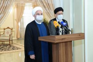 جزئیات دیدار روئسای جمهور مستقر و منتخب/ روحانی: دولت از امروز کاملا در کنار رئیس جمهور منتخب است