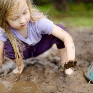 فواید خاک بازی برای کودکان
