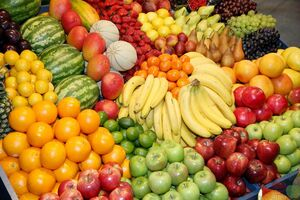 کاهش محسوس قیمت میوههای فصل بهار در بازار