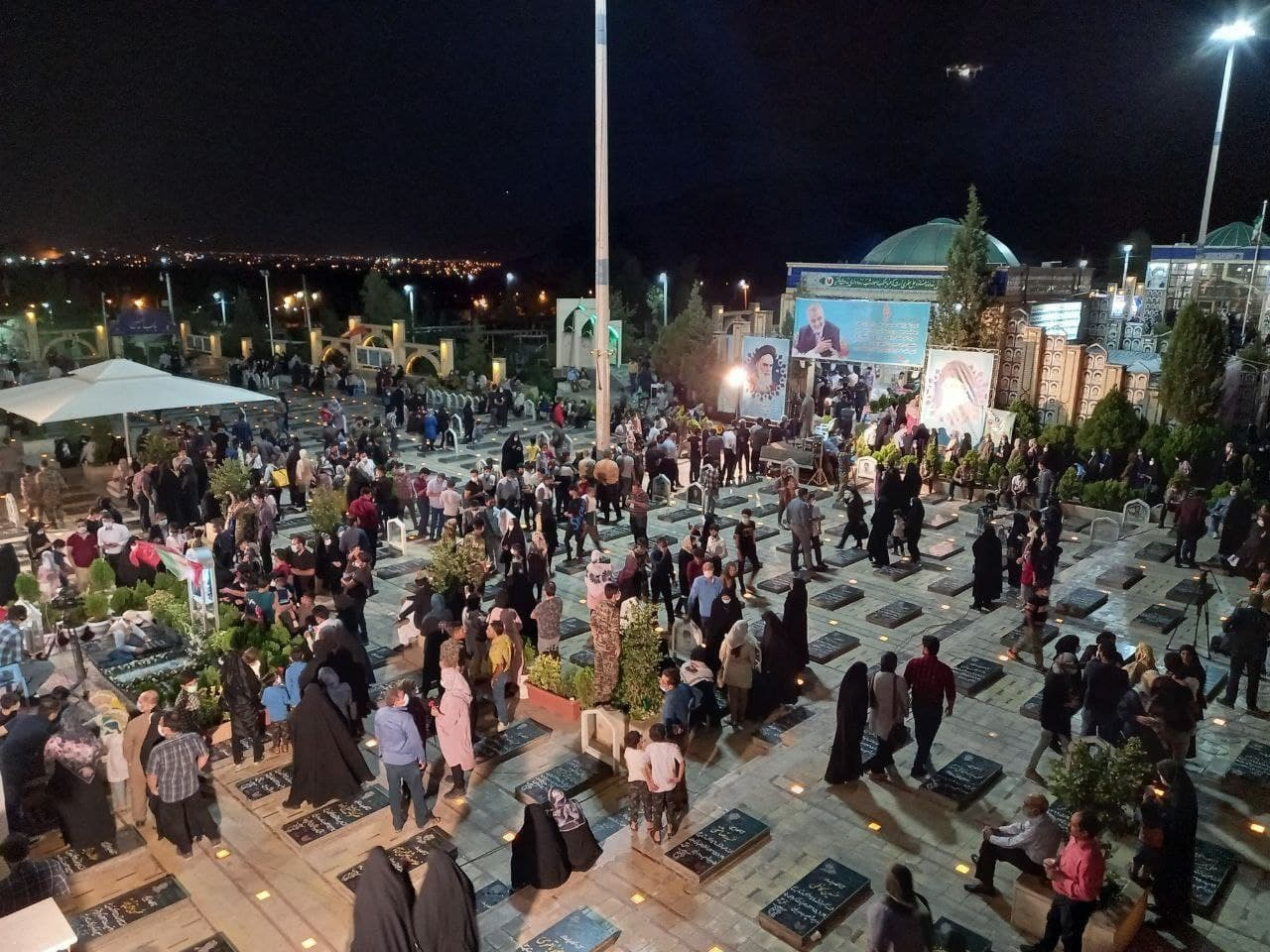 عکس/ ازدحام در جوار مزار حاج قاسم سلیمانی برای رای دادن