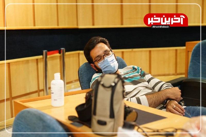 عکس/ خستگی و انتظار خبرنگاران در ستاد انتخابات وزارت کشور