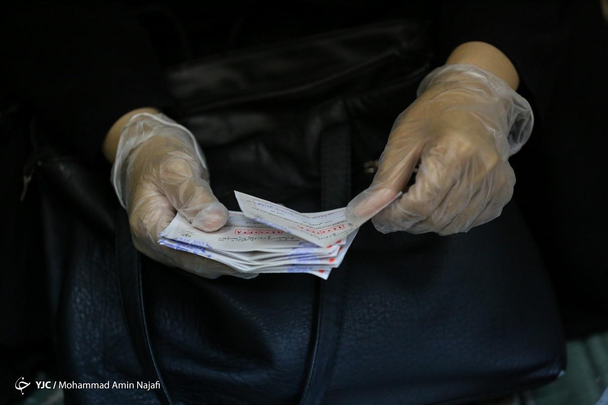 عکس/ شمارش آراء در یکی از شعب اخذ رای همدان