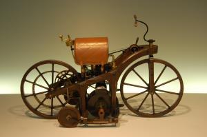 اولین موتورسیکلت تاریخ