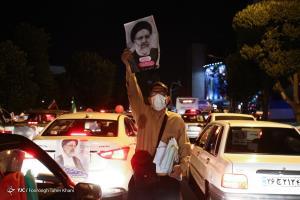 حامیان رئیس جمهور منتخب در شیراز جشن پیروزی گرفتند
