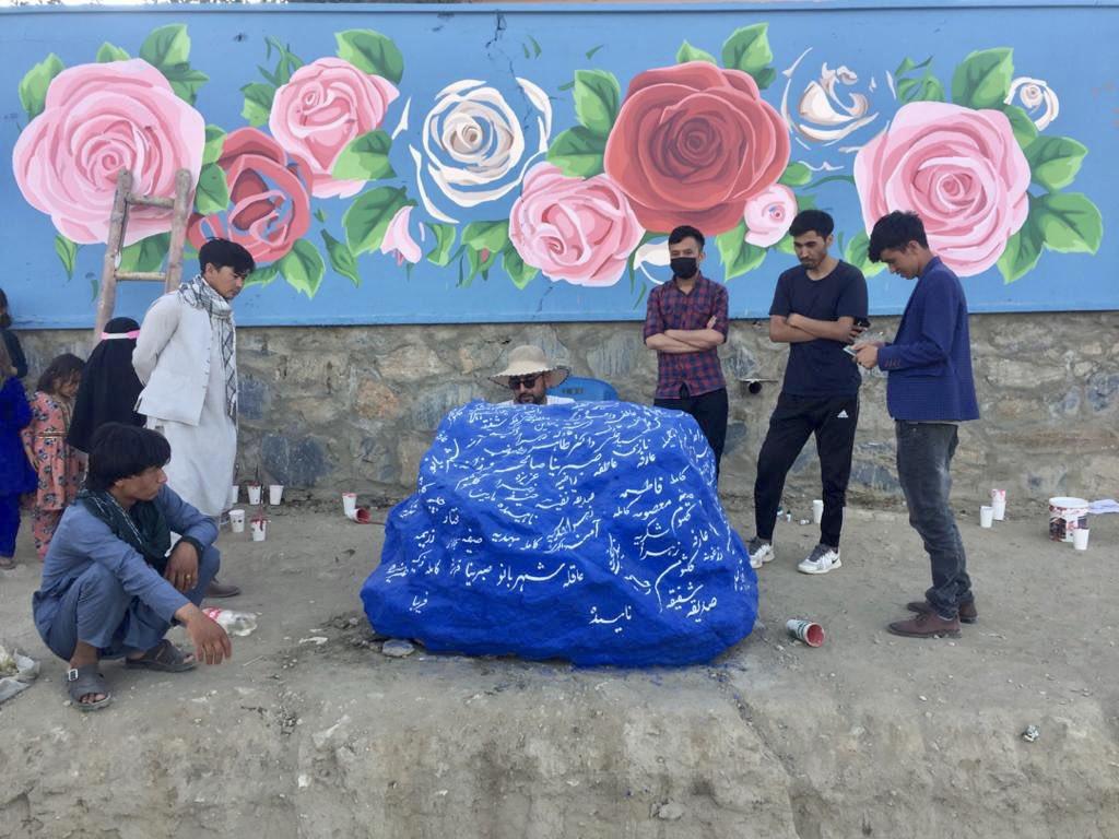 ثبت اسامی شهدای انفجار مدرسه سیدالشهداء(ع) افغانستان بر روی سنگ