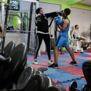 در اتفاقی بیسابقه زن مصری مربی بوکس مردان شد