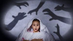 پژوهشی جدید؛ ترس از تاریکی میتواند به عملکرد مغز ارتباط داشته باشد نه هیولای زیر تخت