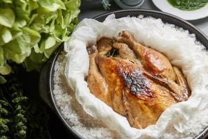 ترفند تهیه مرغ شکم پر نمکی لذیذ و متفاوت
