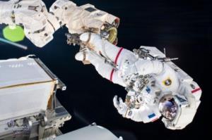 آغاز عملیات پیچیده در مدار زمین؛ نصب صفحات خورشیدی جدید در ایستگاه بین المللی فضایی