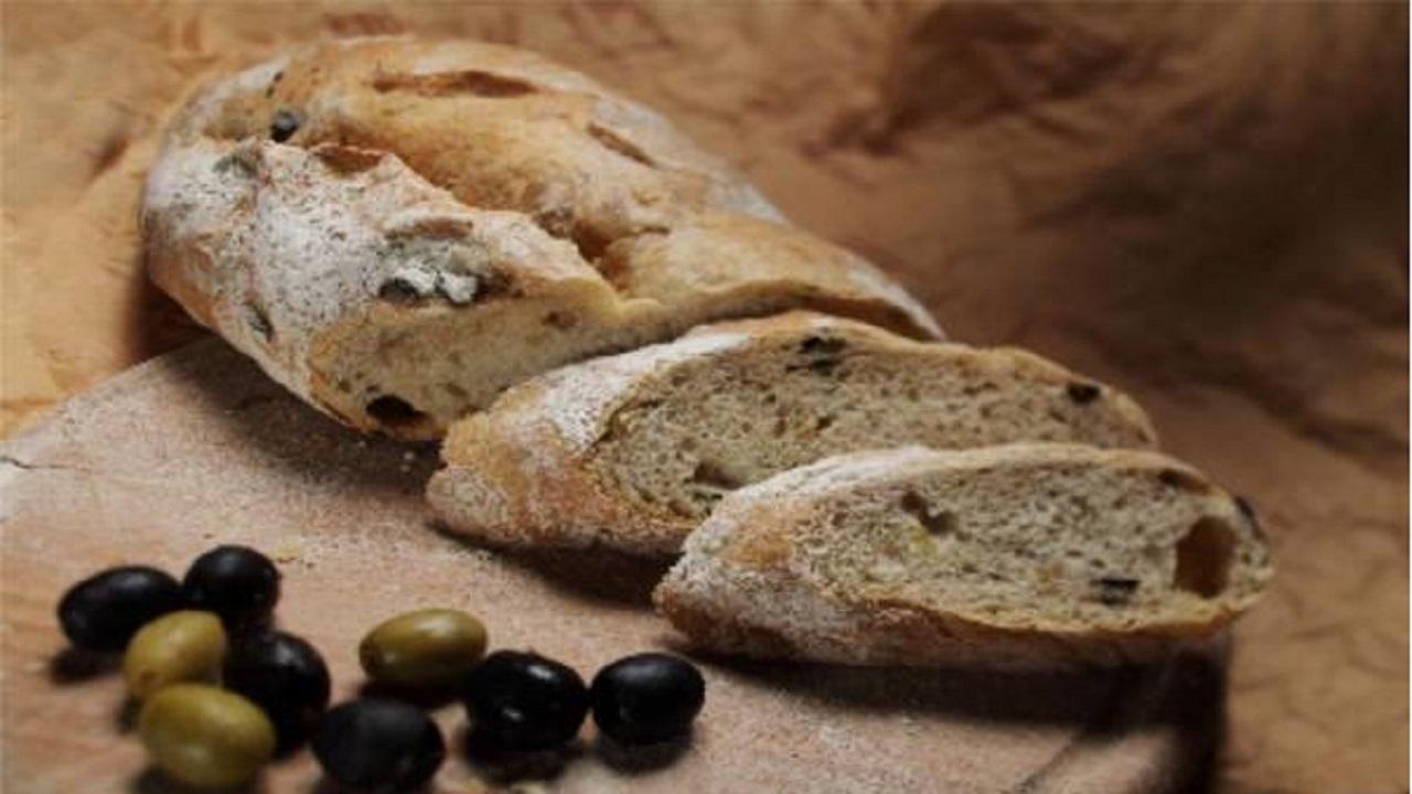 دستور پخت «نان زیتون» یونانی یک پیشنهاد متفاوت