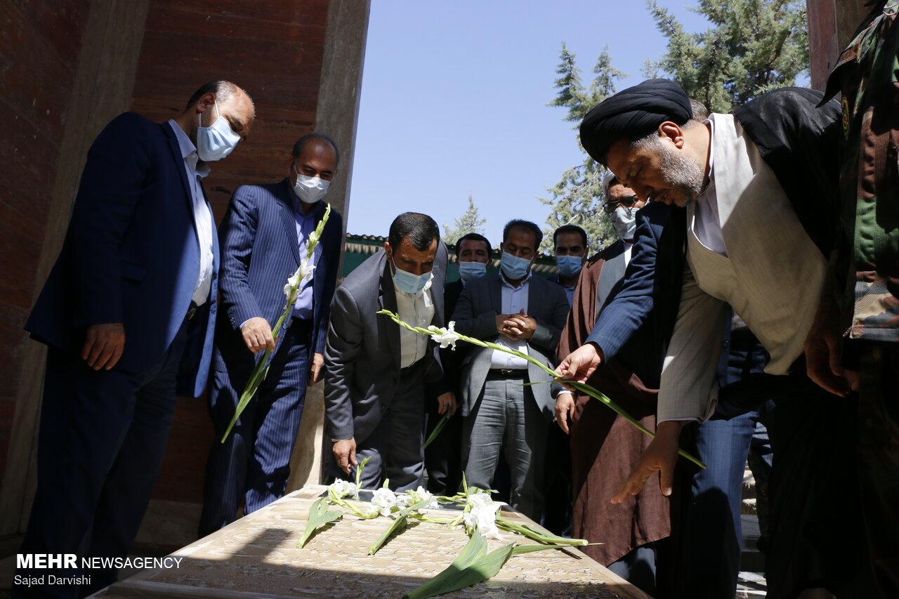 غبارروبی گلزار شهدا به مناسبت هفته قوه قضائیه در خرم آباد
