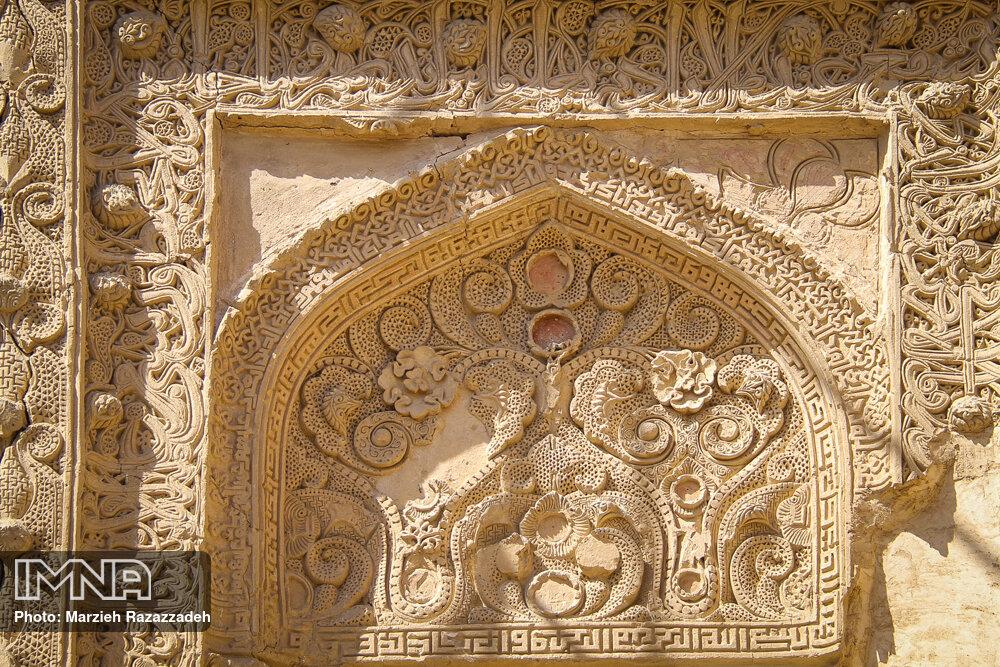 عکس/ گچ بری فوق العاده و تاریخی محراب «مسجد جامع هفتشویه» اصفهان