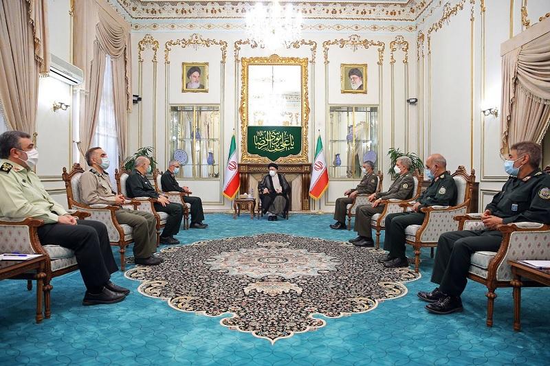 عکس/ دیدار جهانگیری، رئیس دفتر رهبری و فرماندهان عالی نظامی با رئیس جمهور منتخب