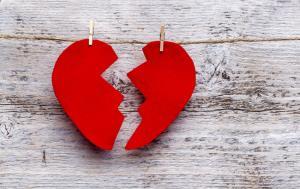 زن یا مردی که به همسر خود خیانت می کند، می تواند به زندگی مشترک ادامه دهد؟