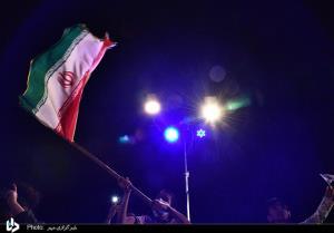 برپایی جشن پیروزی در نصف جهان