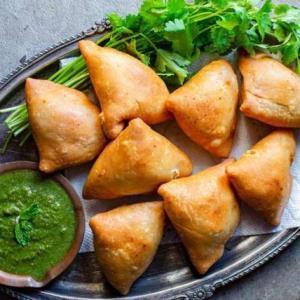دستور تهیه «سمبوسه با اسفناج»؛ غذای خوش طعم عربی