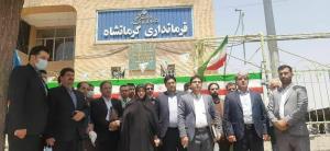 تجمع جمعی از کاندیداهای معترض انتخابات شورای شهر مقابل فرمانداری کرمانشاه