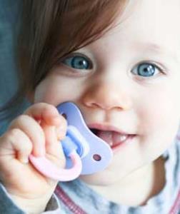 آسیب و عوارض پستانک روی چهره ی نوزاد