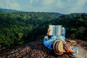 چرا کتابخوان ها بهترین آدم هایی هستند که میتوان عاشقشان شد؟