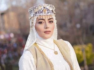 چهره ها/ جدیدترین عکس از روژان سریال «نون خ»
