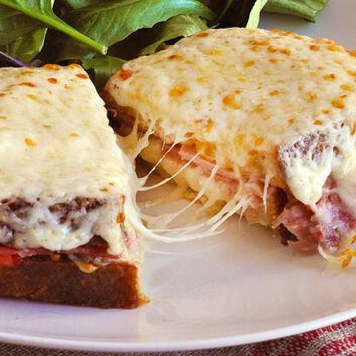 شام/ روش تهیه «ساندویچ ژامبون» لذیذ با سس بشامل