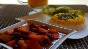 طرز تهیه خورش آلبالو و سیب یک نهار خوشمزه
