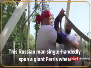 مرد روسی که به تنهایی چرخ و فلک غول پیکر را چرخاند