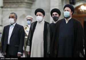 توصیه سید حسن خمینی به رئیسی در حرم امام خمینی(ره)
