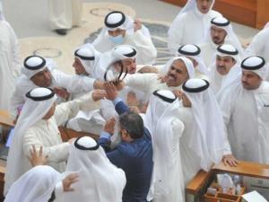 زد و خورد موافقان و مخالفان دولت در پارلمان کویت