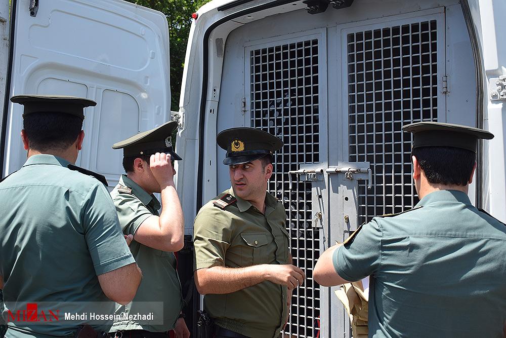 عکس/ انتقال ۲۰ تن از محکومان ایرانی از جمهوری آذربایجان به کشور