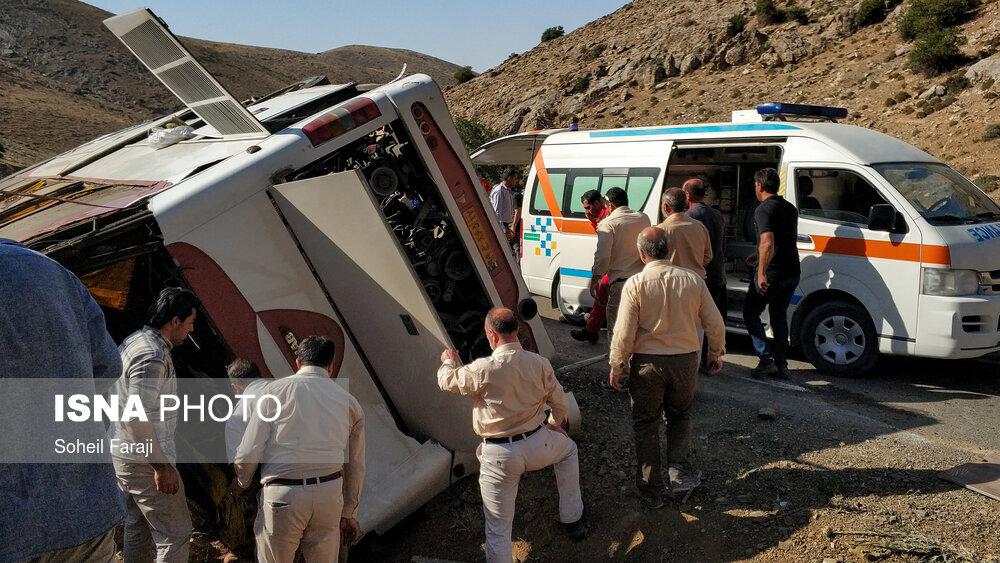 تصاویر حادثه واژگونی اتوبوس حامل خبرنگاران محیط زیست در ارومیه