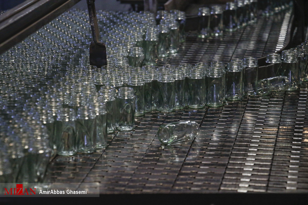 عکس/ رفع مشکلات شرکت مفید شیشه با ۴۵۰ نیروی کار