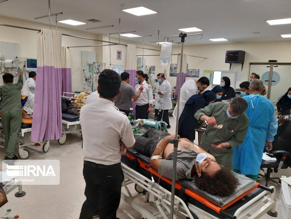 عکس/ خبرنگاران مجروح حادثه واژگونی اتوبوس