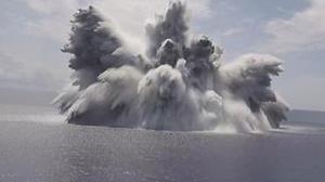لحظه انفجار مهیب در مجاورت ناو هواپیمابر آمریکا