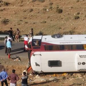 جزییات حادثه اتوبوس خبرنگاران؛ اتوبوس کارگران سیمان را برای خبرنگاران گرفته بودند