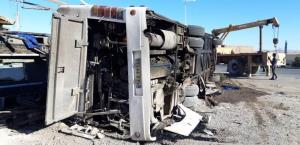فیلم لحظه ی واژگونی مرگبار اتوبوس در یزد؛ تمام سرنشینان سرباز معلم بودند