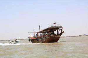 توقف ۲ فروند شناور باری قاچاق در آبهای خلیجفارس