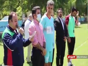 تجلیل عادل فردوسی پور از محمد خاکپور در حاشیه بازی رسانه ورزش و تیم فدراسیون فوتبال