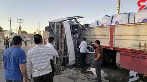 تصاویری از سانحه برخورد اتوبوس با تریلی در یزد