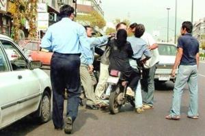 دعوای دسته جمعی مقابل بیمارستان، با تیراندازی پلیس پایان یافت