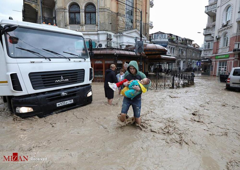 امداد رسانی به مردم سیل زده در روسیه