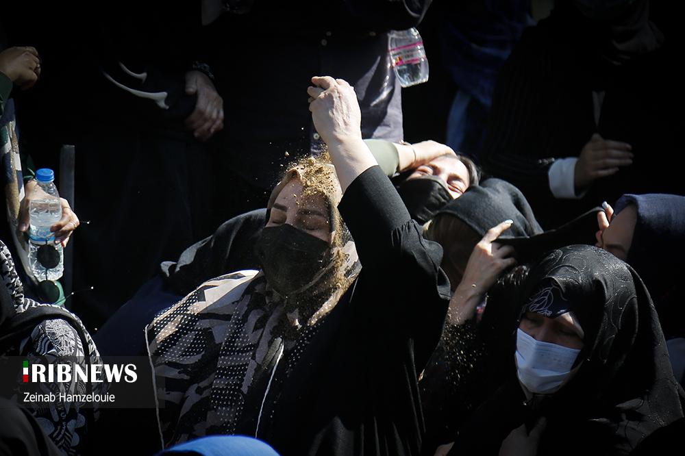 عکس/ تصاویری تاثر برانگیز از مراسم خاکسپاری خبرنگاران