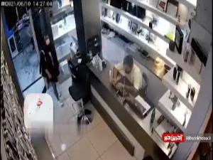سرقت زیرکانه گوشی در مغازه