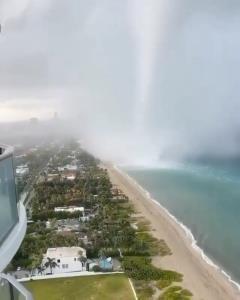 آبشاری عظیم و متفاوت در «میامی» فلوریدا!