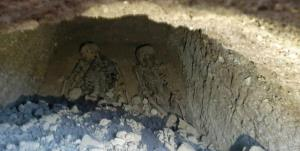 کشف قبری عجیب با ۲ اسکلت