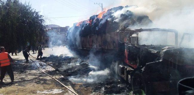 آتشسوزی کامیون حامل بار کاه و کولش در روستای گل مرزنگ بوکان
