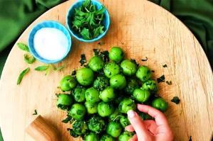 سبزی که شمالی ها با گوجه سبز میخورن
