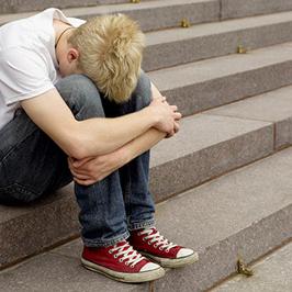 پسر 14 سالهام بعد از فوت دوستش خیلی کم حرف شده است
