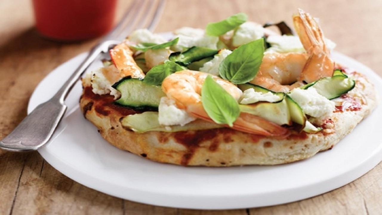 پيتزا سالمون و ميگو؛ پيشنهادي ويژه براي طرفداران غذاهاي دريايي
